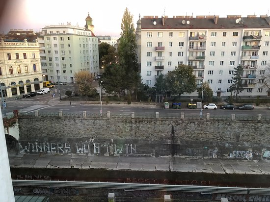 Ibis Wien City Photo