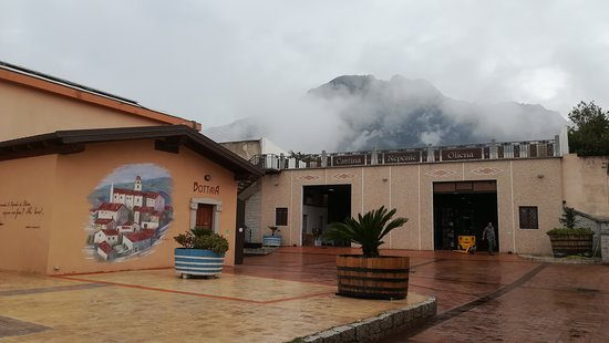 Oliena, إيطاليا: L'esterno