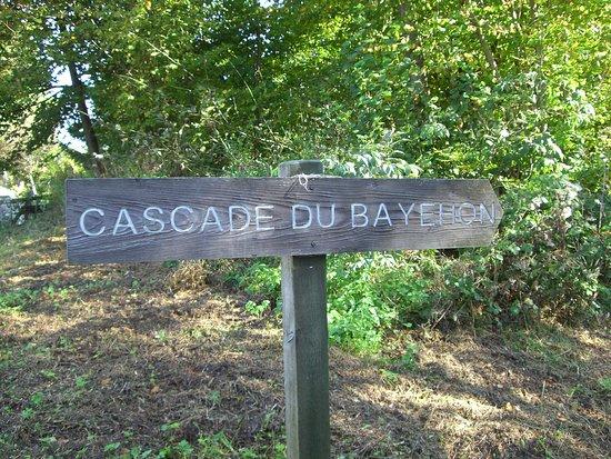 Malmedy, Belgia: Wegwijzer naar Cascade de Bayehon