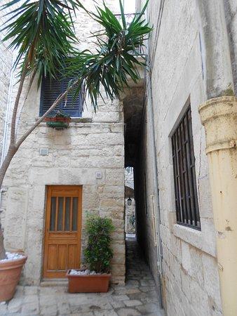 Centro Storico Di Giovinazzo : veduta di una strettoia del centro storico
