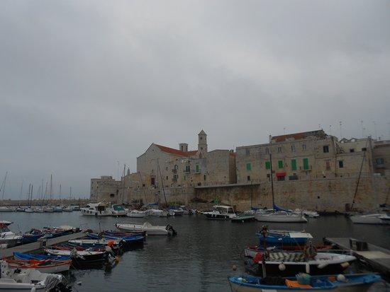 Centro Storico Di Giovinazzo : vista del centro storico da cala porto