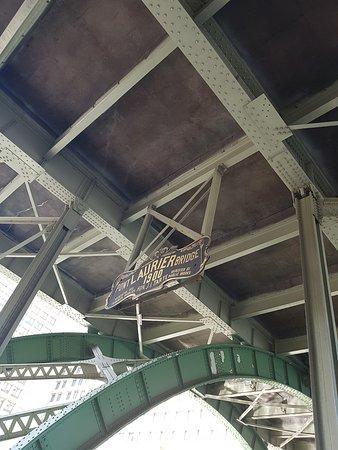 Laurier Avenue Bridge