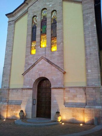 Solomeo, Italie : fronte Chiesa 2