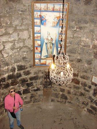В этом каменном мешке святой Георгий Просветитель провел безвылазно более 15 лет...