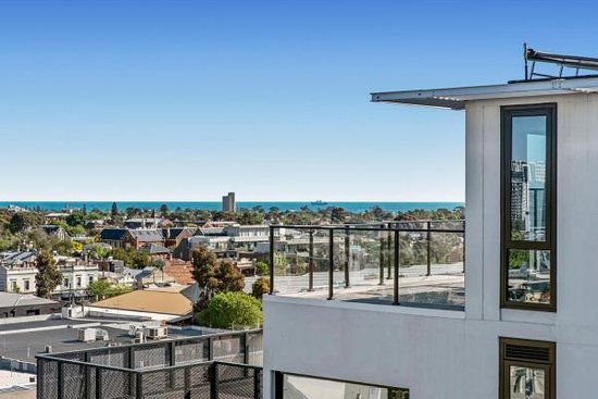 Penthouse City and Bay View 3 Bedroom Apartment