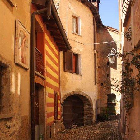 Borgo Dipinto Di Runo