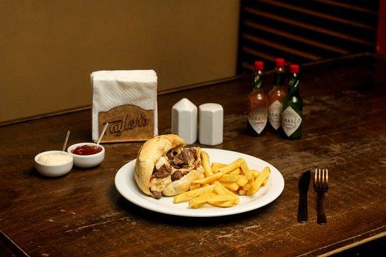 Philly Cheese Steak Sandwich - uma das delícias da nossa culinária Tex-Mex!
