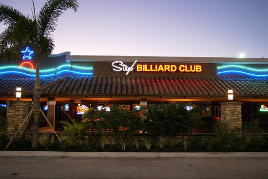 Stuart, FL: Stix Billard Club's outdoor patio provides a great Florida experience.