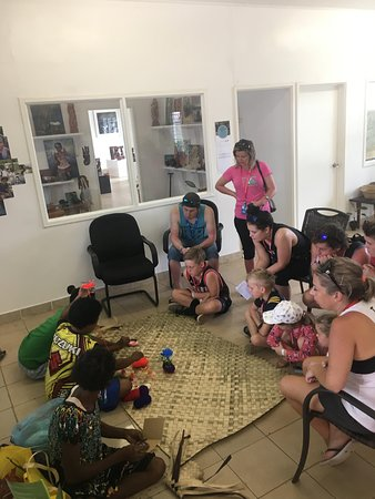Travellers learn about weaving