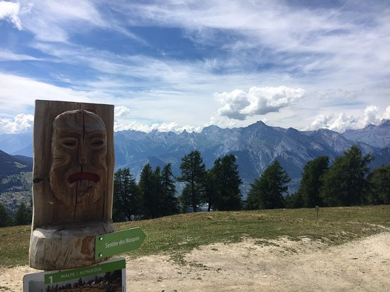 Veysonnaz, Switzerland: The mask path