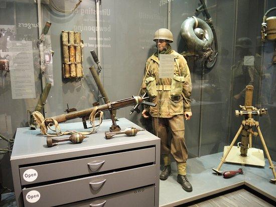 Airborne Museum Hartenstein: mooie display van Engelse valscherm commando's