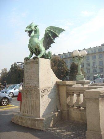 Puente de los Dragones: дракон
