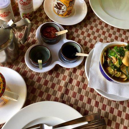 Спокойный и чистый ресторан недалеко от дороги. Вкусно и хороший выход блюд! Очень вкусные тибетские момо и рыба кингфиш!