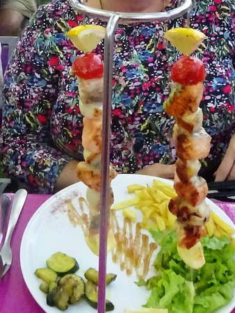 La poissonnerie moderne : Mixed fish skewers.
