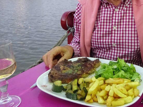 La poissonnerie moderne : Steak right next to the Canal.