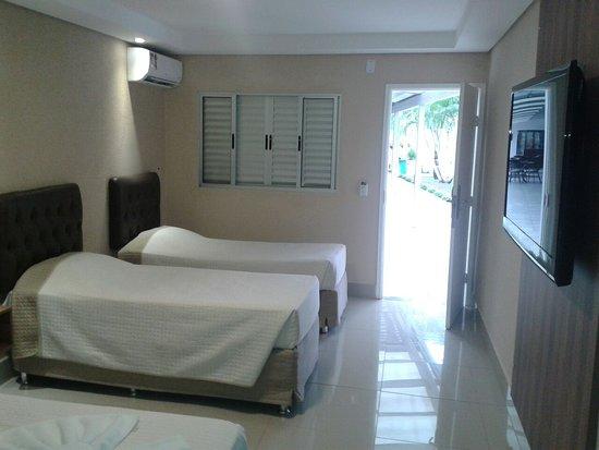 Primar Plaza Hotel: Quartos novos, bem decorados e espaçosos! Colchões super novos... limpeza impecável!
