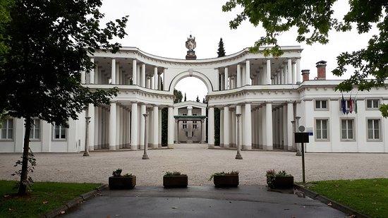 Cimetière de Žale : the monumental gate by architect Plečnik