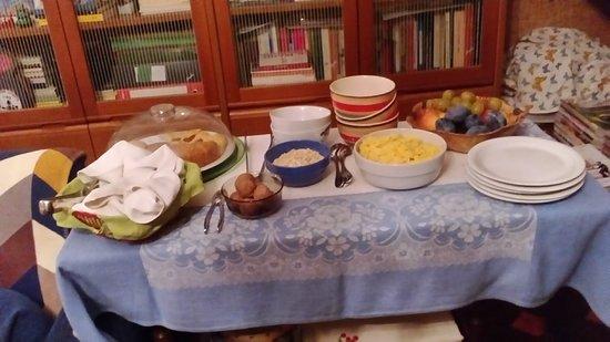 Casa Irene: colazione buffet