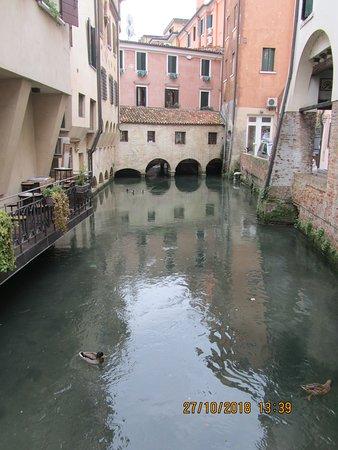Veduta di un canale .