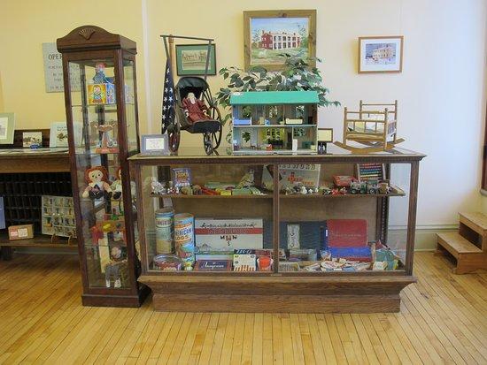 Avon, NY: Historic toy display