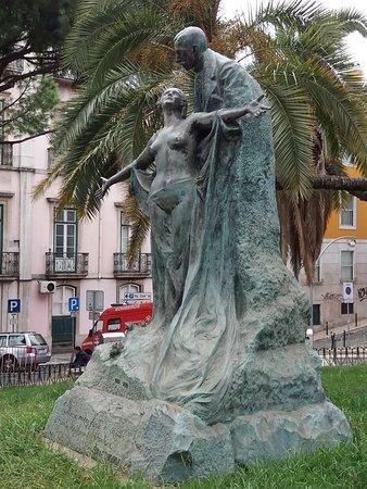 Estatua de Eca de Queiros