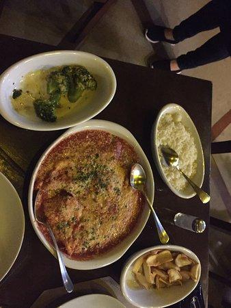 Vicino della Nonna: File de frango a parmegiana, brocólis no alho e azeite e batata fofa.