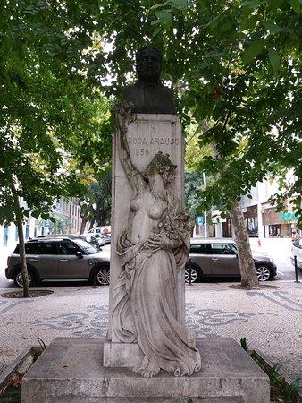 Estatua a Rosa Araujo
