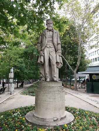 Estatua de Antonio Feliciano de Castilho