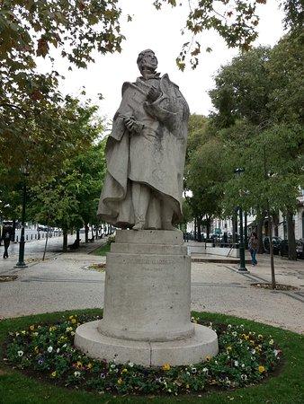 Estatua a Almeida Garrett