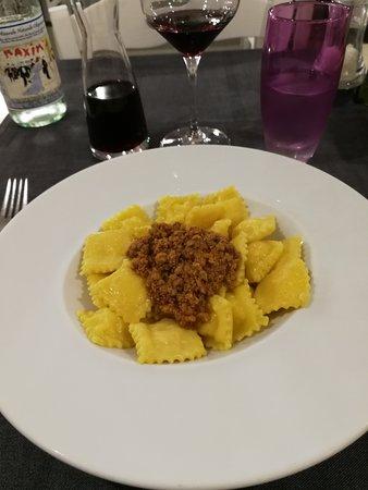 Caranbar : Tortelli di patate con ragù bianco bolognese