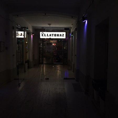 ELLÁTÓház – fotografija