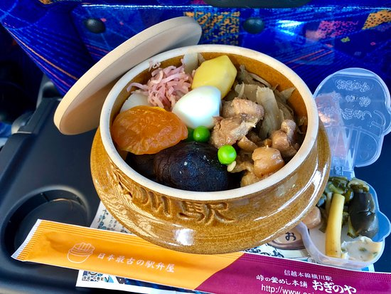 Oginoya Tomioka Seishijomae: 富岡製糸場のすぐ手前にある釜飯のお店。味付けは上品で、ボリューム満点。テイクアウトもできます。器は再利用出来るとのこと。