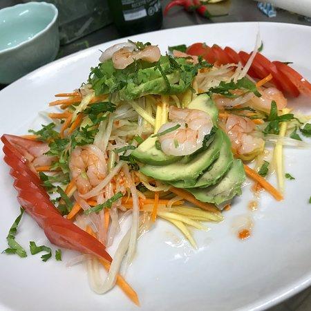 Salade Trois Crabes ( mangue vert, papaye vert,carotte,avocat..) si c'est pas bon vous ne devez pas payer !