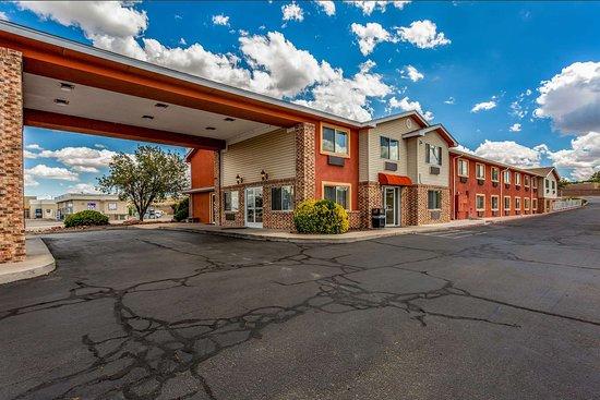 Los Lunas, NM: Hotel exterior