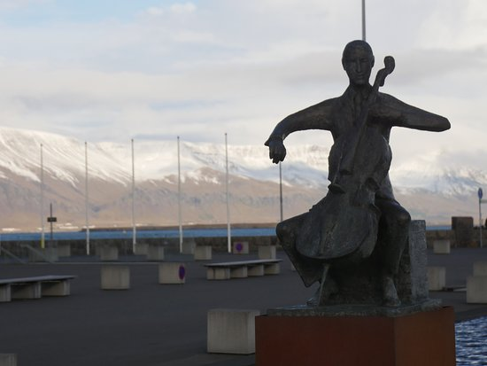 A statue outside of the hall