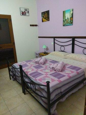 Lustignano, Italie : Room