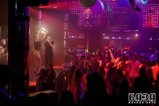Night Club BAZA: Приятная атмосфера, тематические вечеринки