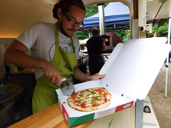 Manons Riverside Cafe: Manon's Riverside Cafe now offers wood fired pizzas. Follow your nose and you'll find us serving at the rivers edge.