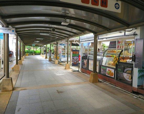 Bangkok Airways : มีร้านค้าและร้านจำหน่ายสินค้าที่ระลึกระหว่างทางเดินไปยัง เกจต์ เยอะและมีสินค้าที่หลากหลายครับ