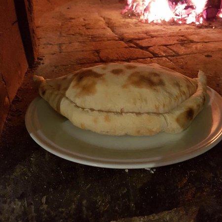 Le Village : Pizzas, plats, fromages et charcuterie  Qualité au rendez-vous  Moment très agréables