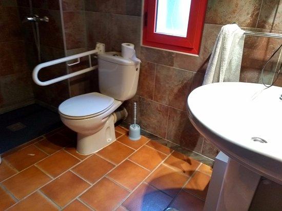 """WC """"adaptado"""" de la Villa contratada"""