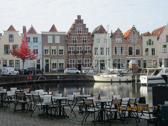 Goes, Pays-Bas : Lovely harbour of the 'Stadthaven'.  Had lovely snacks at the tables in foreground (Hector's).