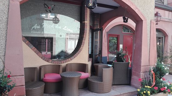 Lounge sur rue piétone qui doit être super agréable en saison !