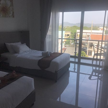The Elysium Residence: Twin room with balcony
