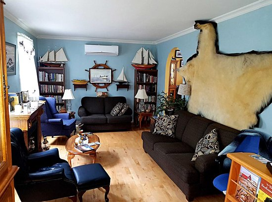 Sandringham, Canada: Polar bear adorns wall of Prints of Whales Inn