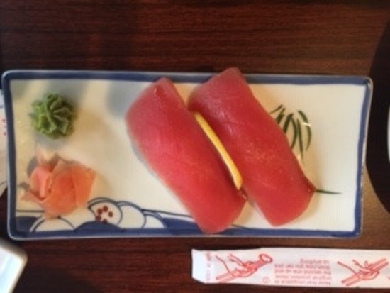 Umi Sushi: Huge pieces of Tuna and very Yummy!