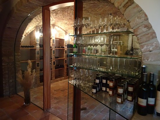 Ratsch an der Weinstrasse, Austria: the wine bar and entrance