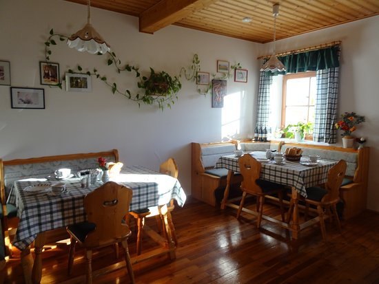 Ratsch an der Weinstrasse, Austria: the breakfastroom
