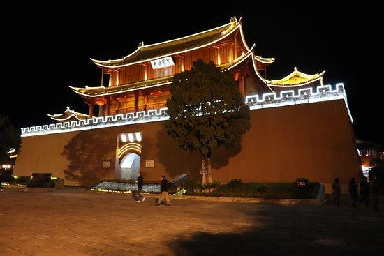 Weishan County, China: красота