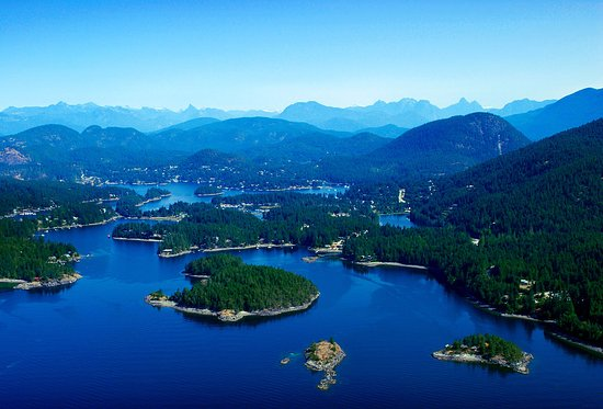 Madeira Park, Canadá: Pender Harbour is a collection of small protected coves and harbours. Between Pender Harbour and Egmont, we have 10 beautiful freshwater lakes, and plenty of hiking trails.